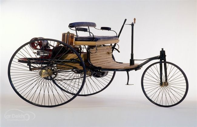 the history of the first self powered road vehicle The first self propelled vehicle: leonardo da vinci (1452-1519) invented a spring   cugnot (1725-1804) invented the first self propelled steam road vehicle.
