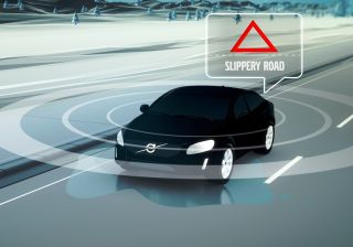 Volvo uses 1000 test cars for sharing road-condition information