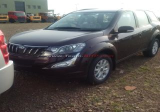 Mahindra XUV5OO Facelift Spied Undisguised, Expected to Launch by May 2015