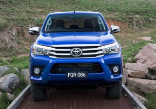Toyota Hilux Fully Revealed: 2016 Fortuner to Get Similar Interiors
