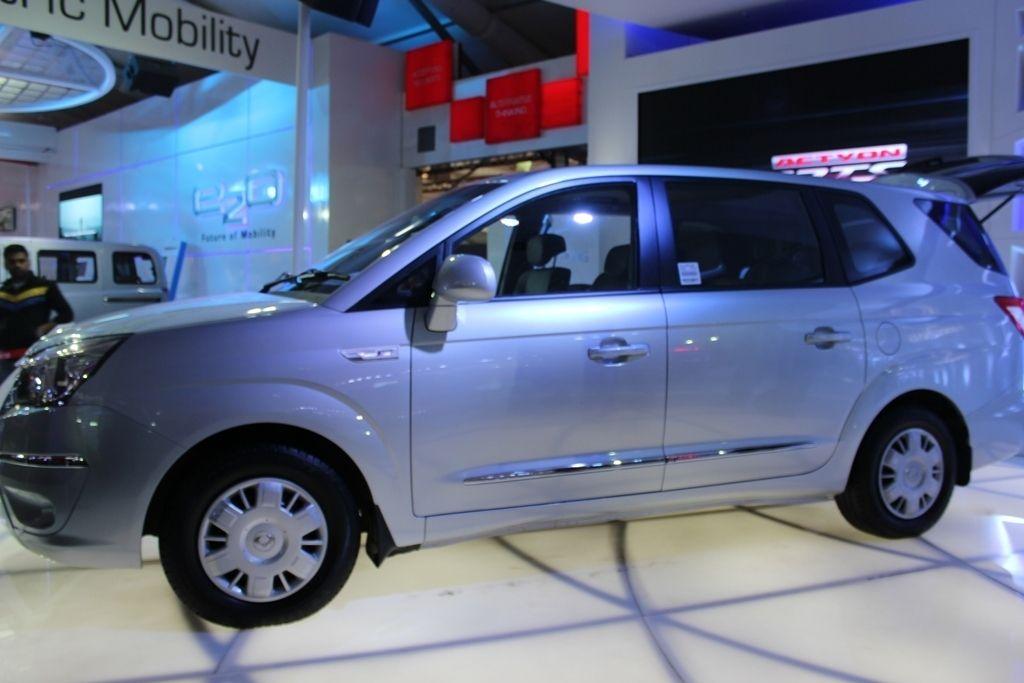 New Ssangyong Rodius MPV unveiled at Auto Expo14