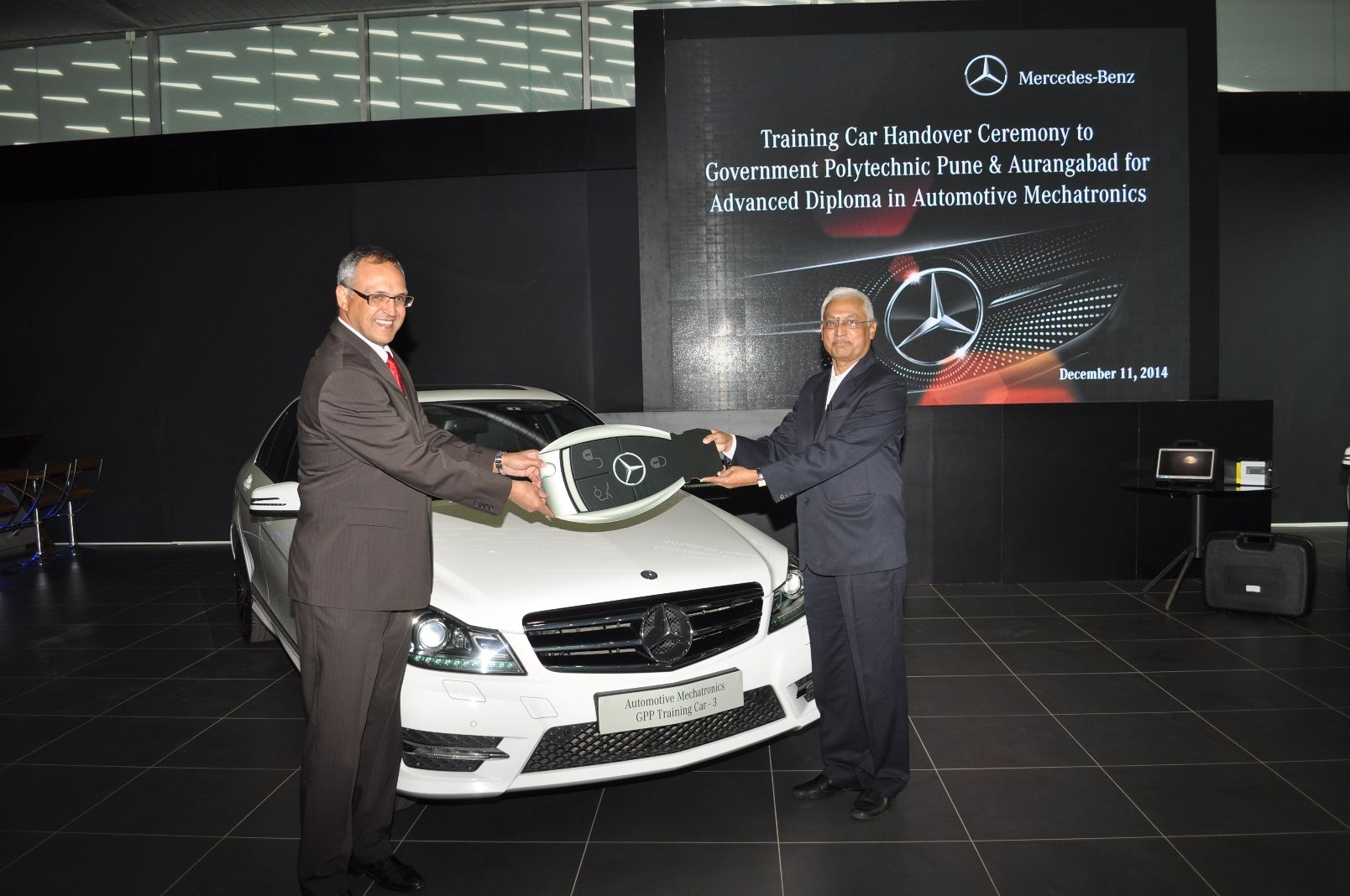 Mercedes-Benz donates cars to engineering students