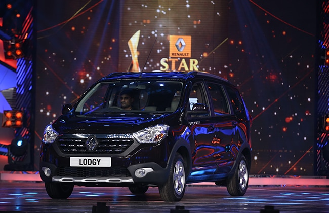 Renault Lodgy Unveiled at 2015 Star Guild Awards; Hrithik Becomes First Owner