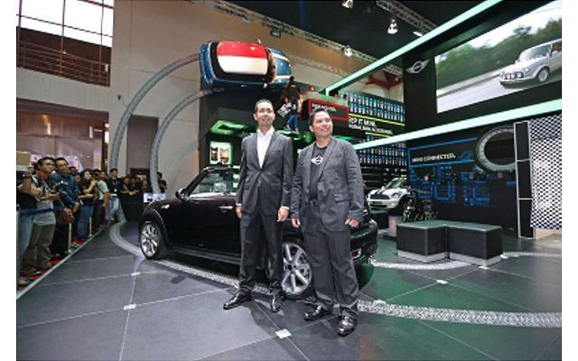 Mini Showcases its Four Models at IIMS 2012