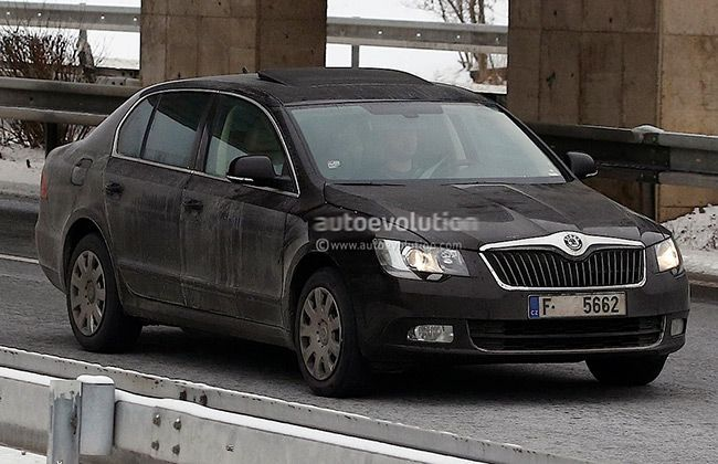 Skoda Superb facelift spotted