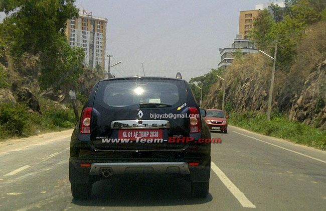 renault duster 4x4 spotted in india. Black Bedroom Furniture Sets. Home Design Ideas